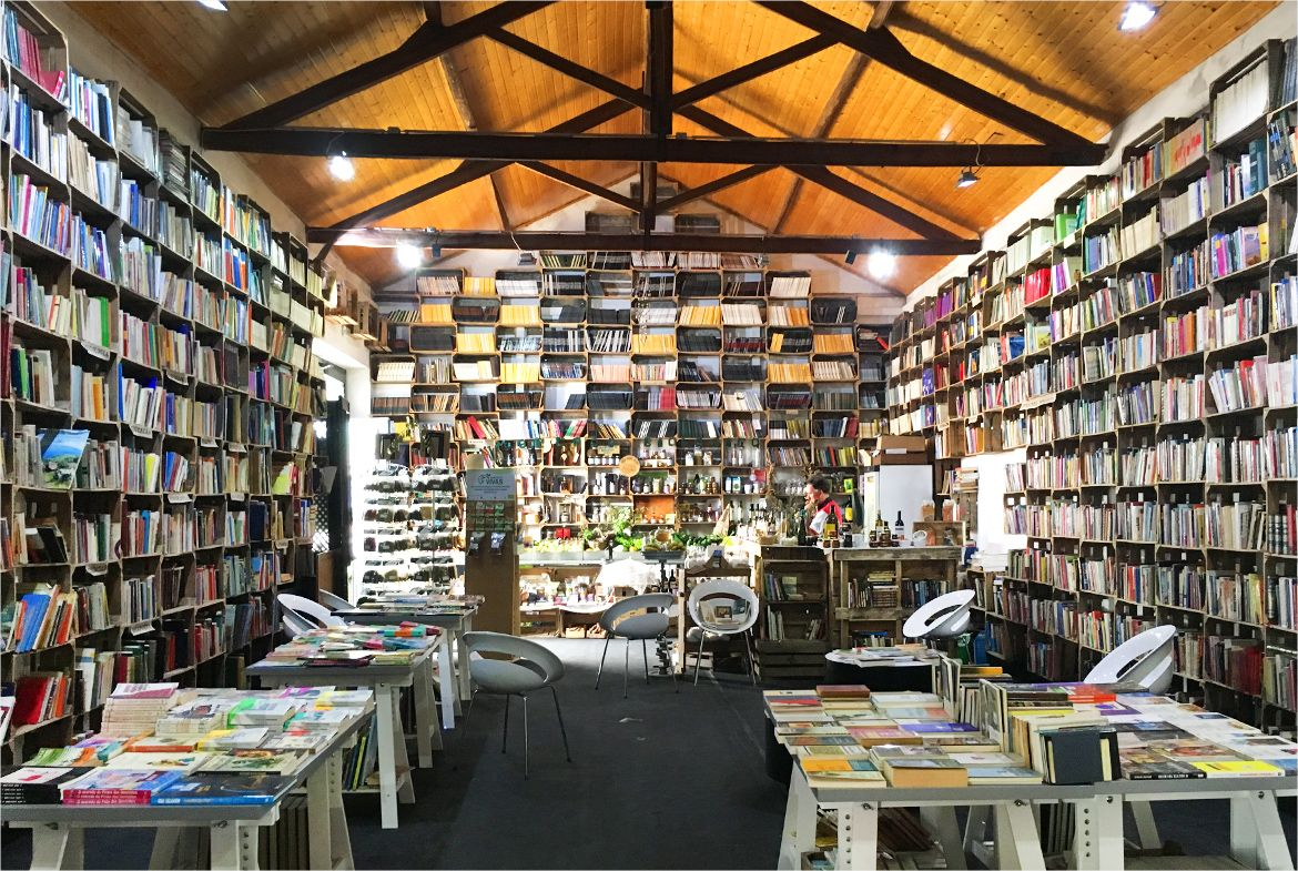 portugal obidos bookstore